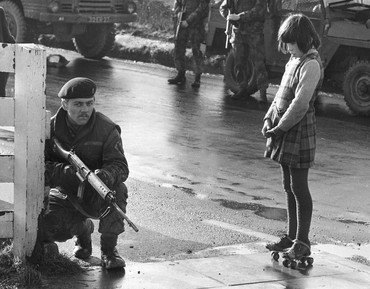 """""""Army Patrol"""" (Irlanda del Norte, 1971), de Clive Limpkin"""